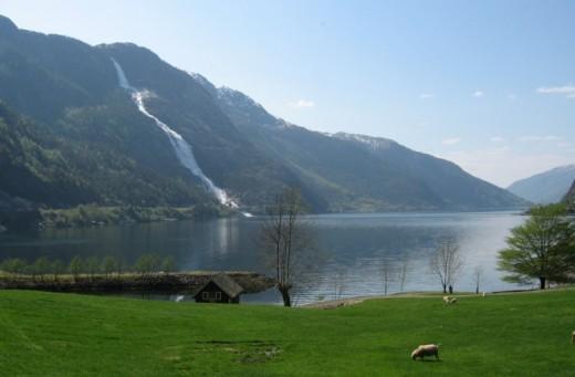 The Langfoss Falls