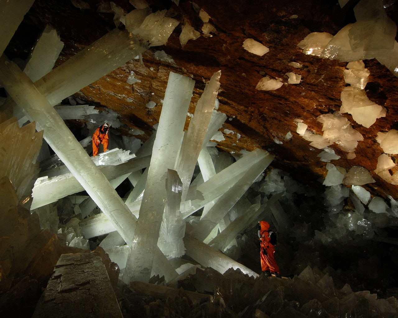 Crystal Cave Pictures via